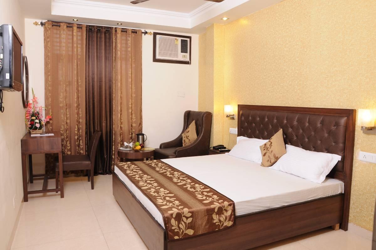 3 Chandigarh Hotel Diamond Inn Super Deluxe Room 4 Corridoor 5